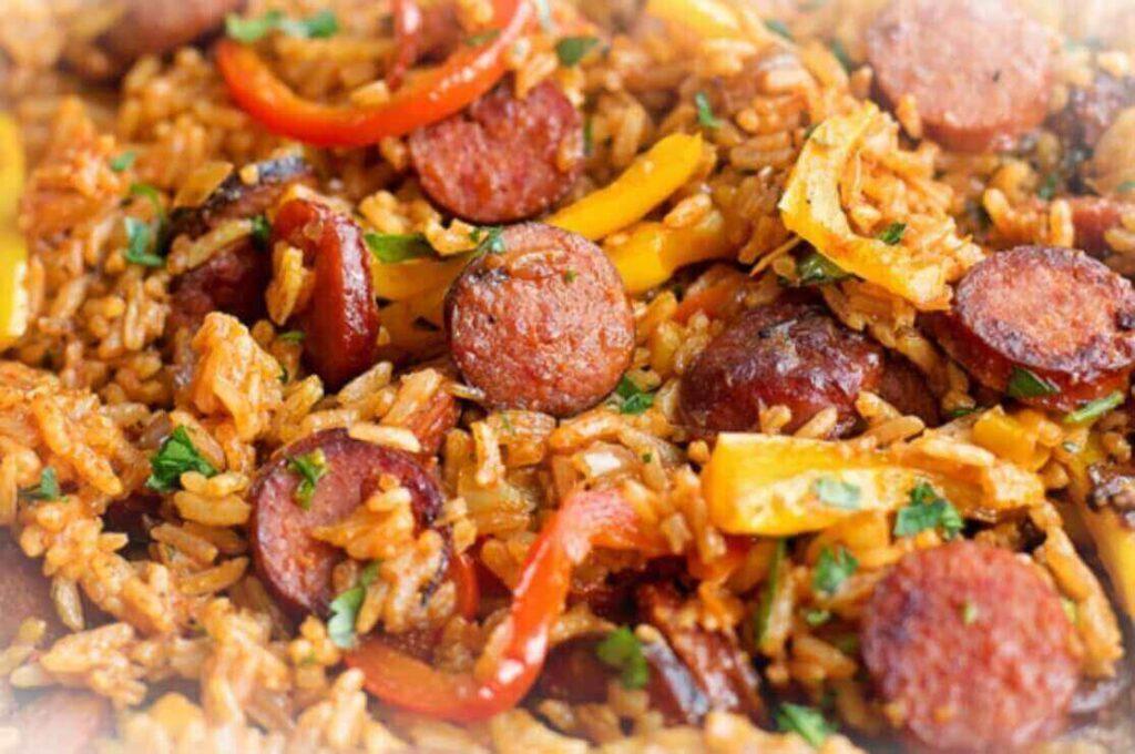 recta-de-arroz-tres-carnes-colombiano