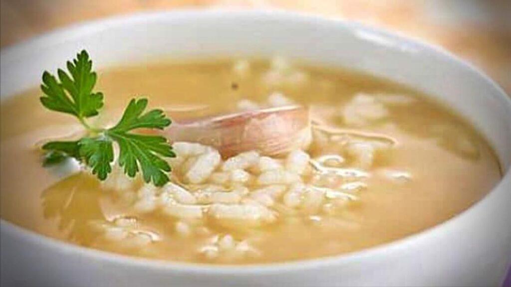 como-preparar-un-caldo-de-arroz